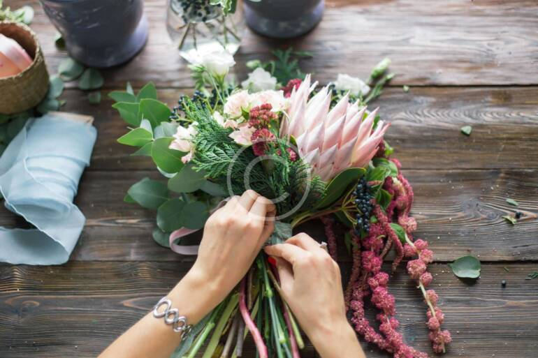 Who Gives Florist Lessons?